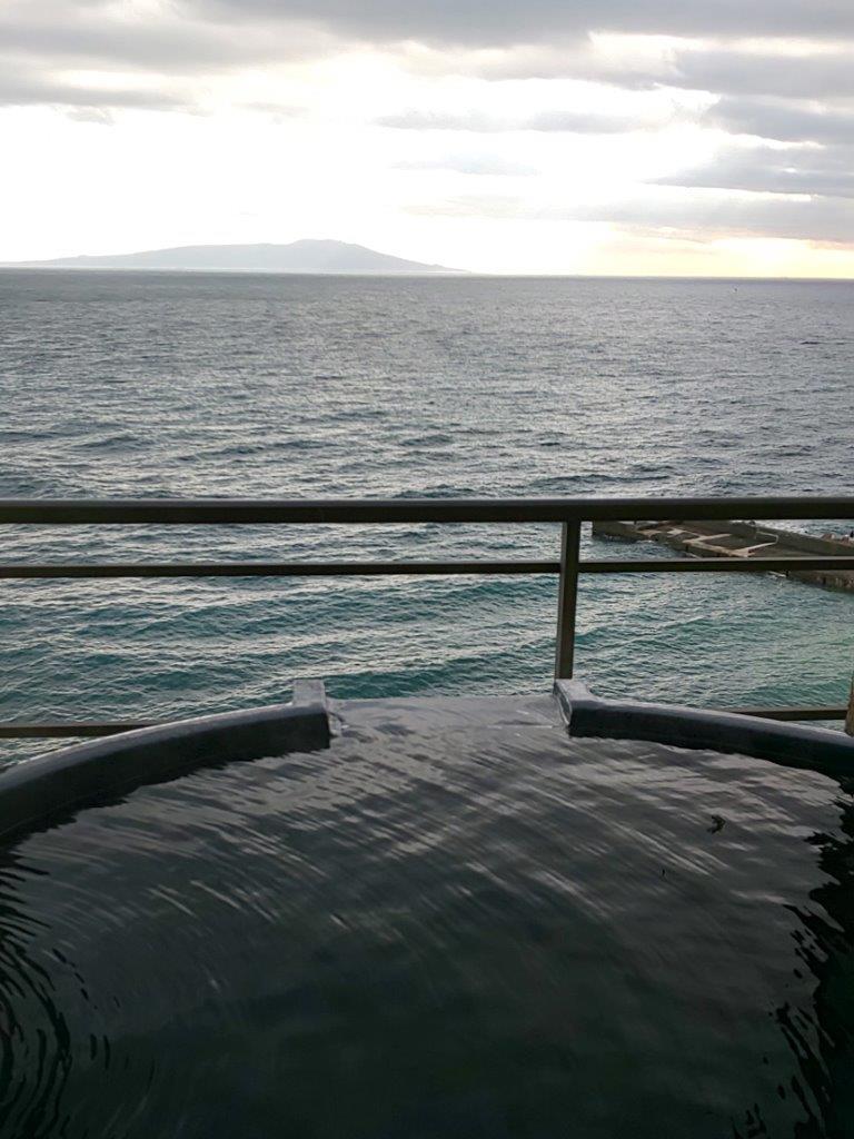 海一望の半露天風呂付き客室/お部屋食ツインベットテーブル席