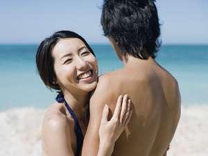 カップル海水浴夏休み