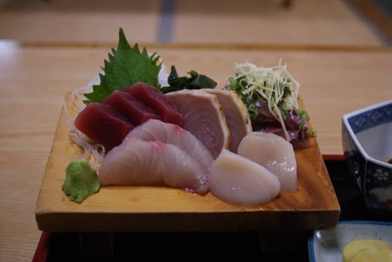 熱川駅近くのうめやさんの定食はボリューム満点