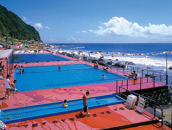 8月1日から22日 熱川温泉プールがオープン