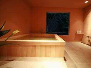 4種類の異なる貸切風呂「椿」はお客様に大人気!