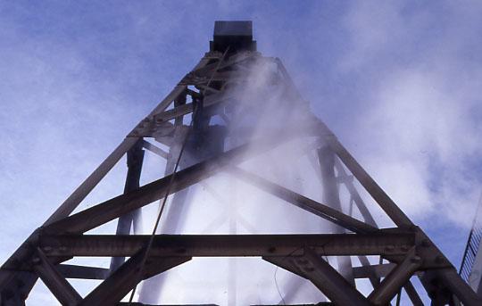 毎分120L 98度の自噴源泉 八幡の湯源泉