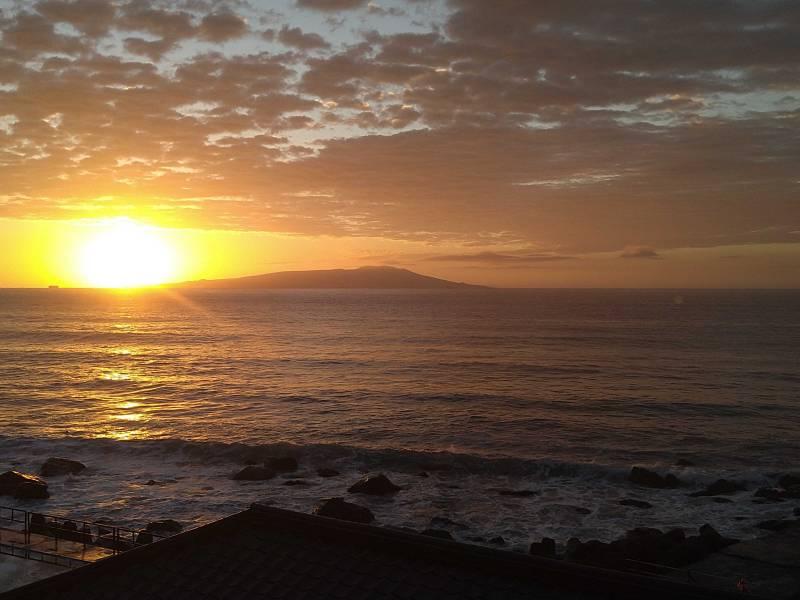 10月2日午前5時30分の日の出 伊豆熱川館から見える!