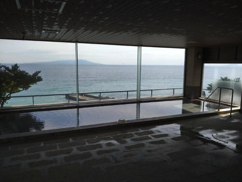 伊豆大島を眺めながら 温泉入浴如何でしょうか?